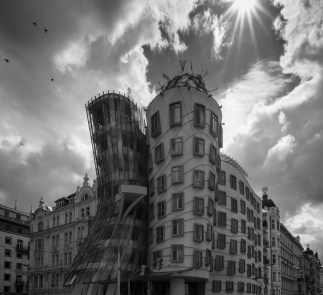 The Dancing house, by Vlado Milunić and Frank Gehry, Prague (16mm, 1/300s, f16, ISO 200)