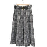 women's culottes made with 100% Jacquard fabric. Grey and white plaid Jacquard style pants with Venus belt on the waist.