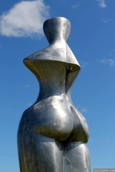 NZ Sculpture OnShore Nov 2012 (13) Paul Beaurepaire's 'Bone Woman'