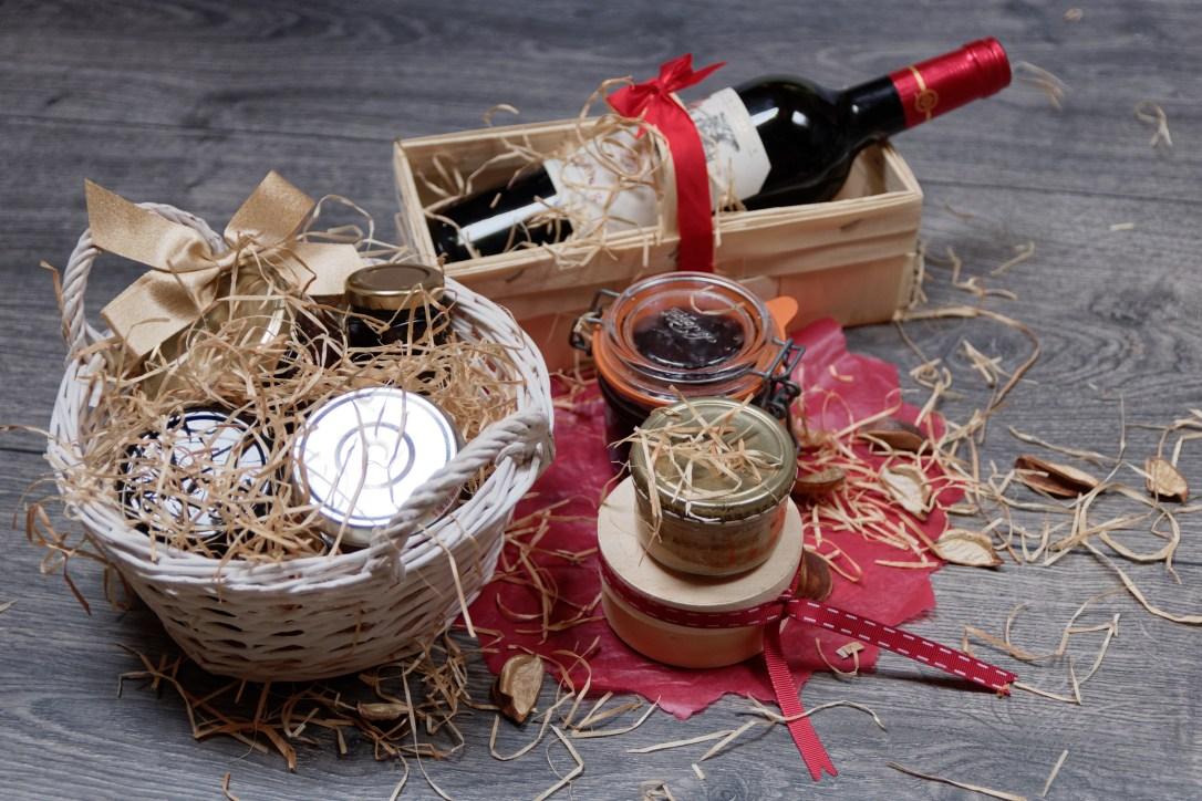 Gift boxes and baskets are perfect for housewarmings.