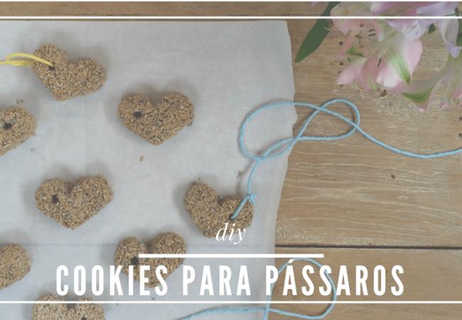 Uma receita de cookies para pássaros, que ficam lindos pendurados nos galhos de folhagem e farão do seu jardim uma festa para maritacas e seus amigos.