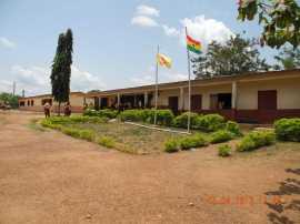 Das JHS (Junior High) Gebäude.