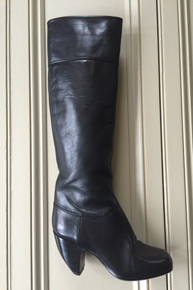 Marc Jacob black leather boots with asymmetric heel