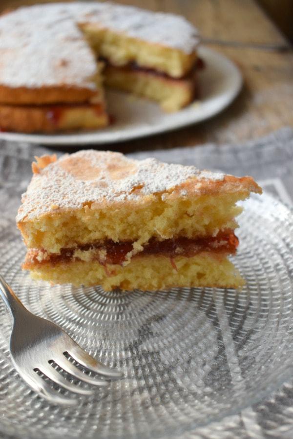 Classic Victoria Sponge Cake - Julia's Cuisine