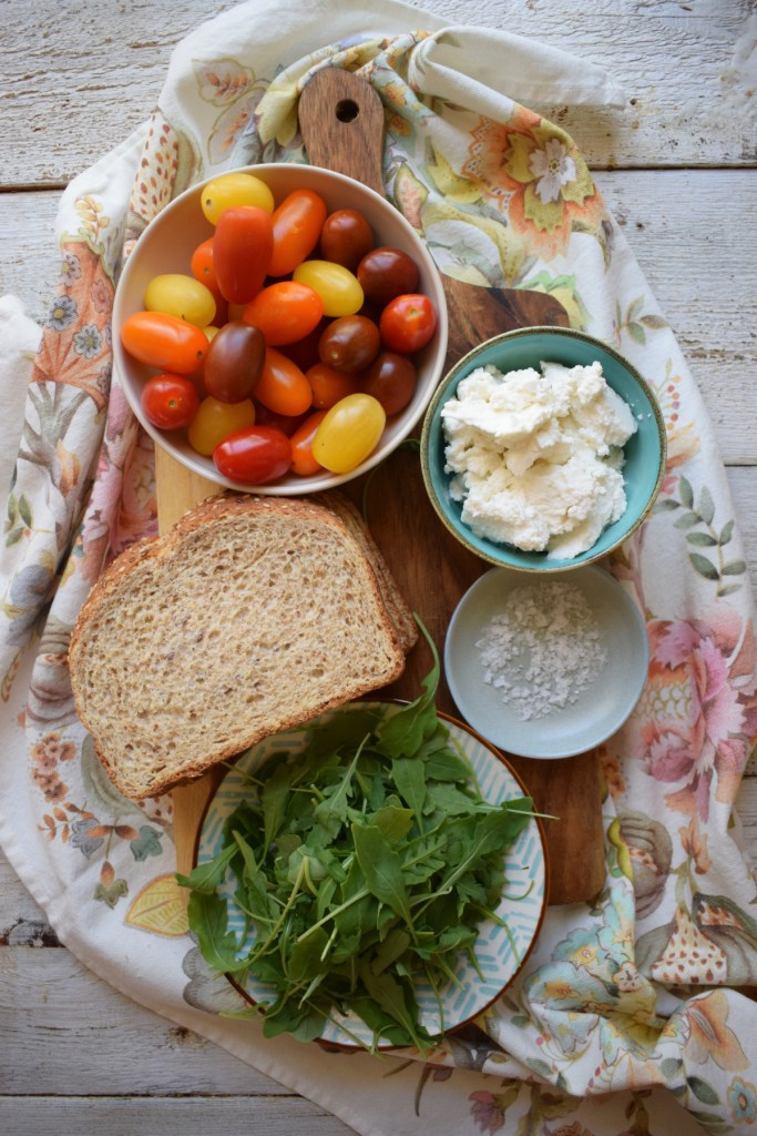 Ingredients to make the Ricotta and tomato toast recipe