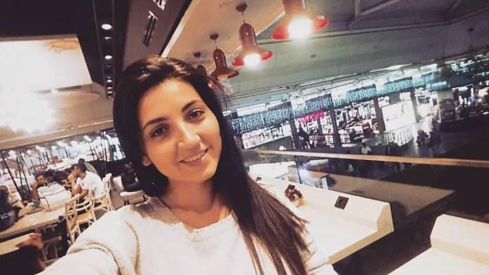 iulia in aeroport selfie