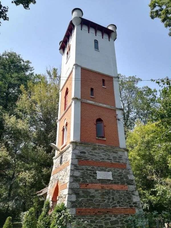 Tg Jiu Brancusi sculptures fire tower