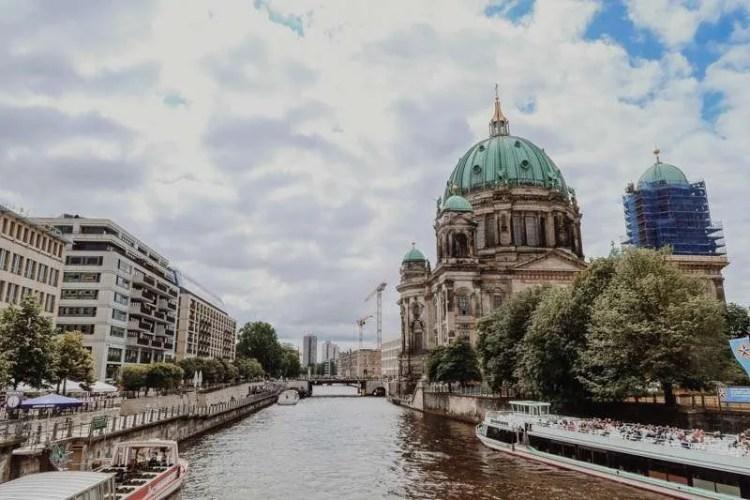 Alte börse - Friedrichsbrücke (Friedrich Bridge)