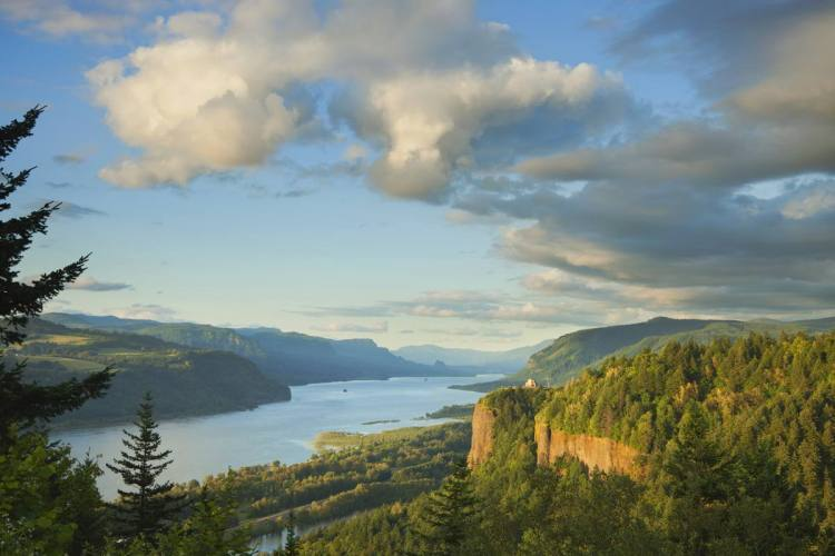 25 Columbia River Gorge, Oregon Best places to visit in September in the USA