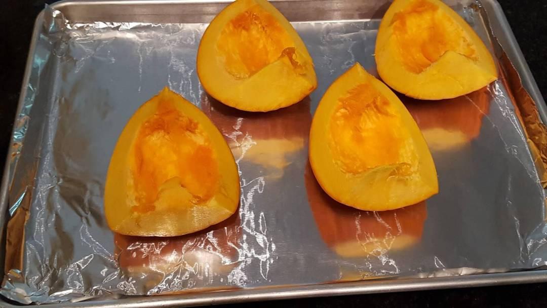 Baking pie pumpkin to make puree