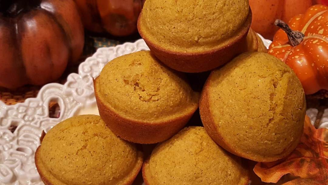 Pumpkin Cornbread Muffins - Easy Recipe