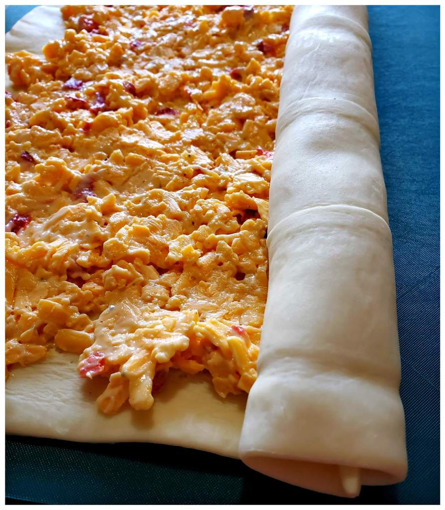 Carefully roll up the puff pastry with the filling