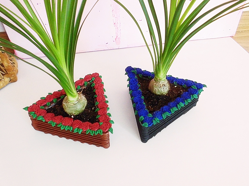 DIY Blumentopf aus Holzstäbchen mit Rosenverzierung - sehr günstiges DIY für dein zu Hause (11)