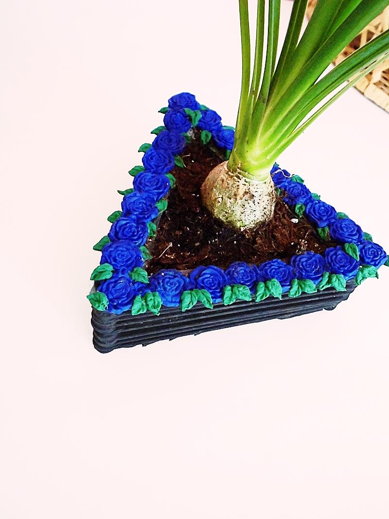 DIY Blumentopf aus Holzstäbchen mit Rosenverzierung - sehr günstiges DIY für dein zu Hause (12)