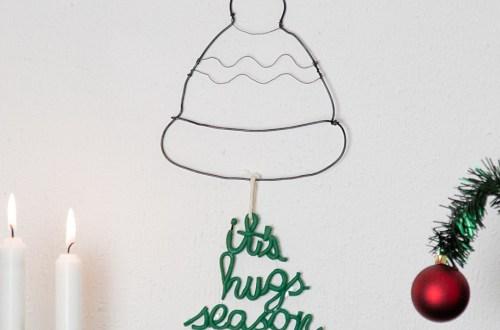 """DIY - winterliches Wandbild basteln - Weihnachtsdeko selber basteln aus Draht und Modelliermasse, Do it yourself Wandbild """"it's hugs season"""" Ideen mit Fimo für Weihnachten"""