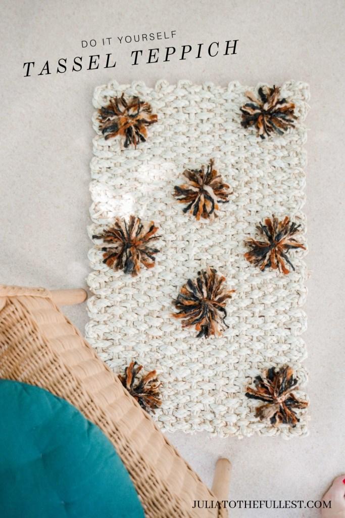 DIY Teppich mit Quasten  - Tassel Teppich einfach selber machen - DIY Teppich mit PomPom - Teppich maker over ideen