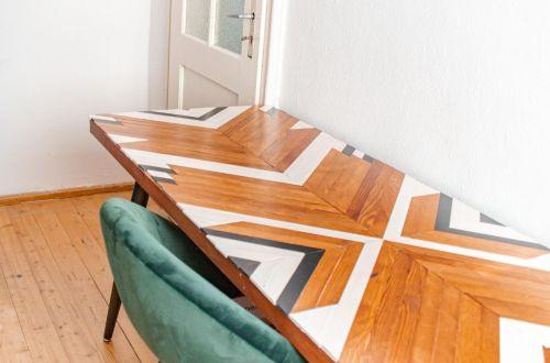 DIY Esstisch im Boho Stil, DIY Esstisch selber bauen aus Holz moderner Esstisch
