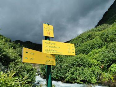 Panneau indications chemin