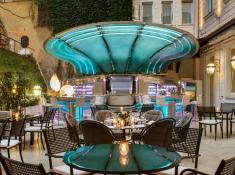 the garden bar at The Hassler