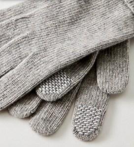 Aritzia's cashmere gloves