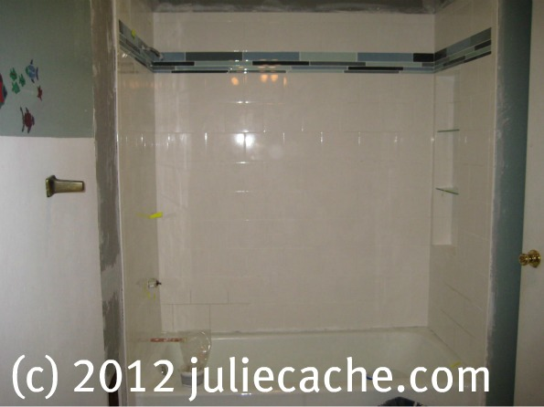 juliecache's tiling job around the bathtub