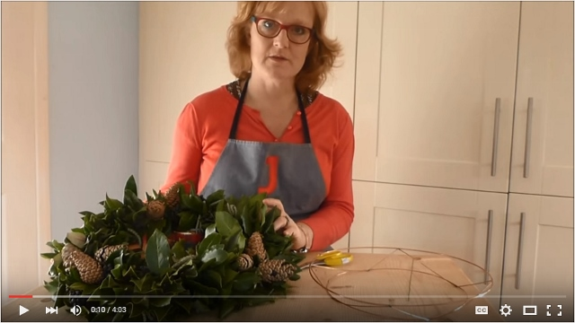Christmas door wreath tips