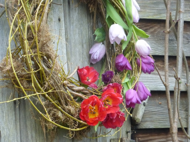 Spring_door_wreath