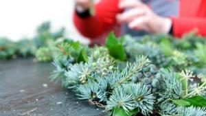 How to make a Christmas door wreath using a coat hanger