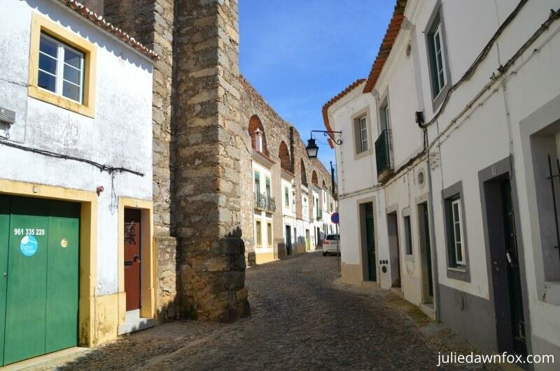 Houses in the aqueduct, Evora