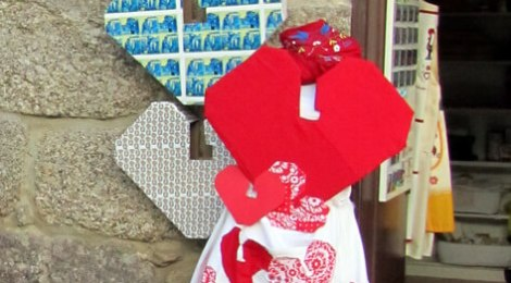 Guimarães 2012 heart logo outside a souvenir shop