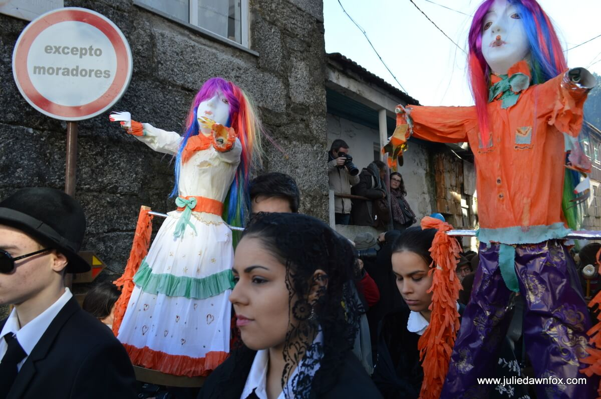 Comadre and compadre of Lazarim who will name and shame villagers during the Entrudo carnival festivities