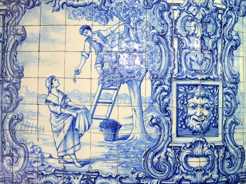 Cherry picking azulejo, Ginja Rubi bar in Lisbon