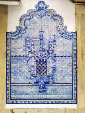 Azulejo-panel-of-the-Manueline-window-in-Convento-de-Cristo-Tomar.