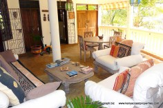 verandah-seating-to-entrance