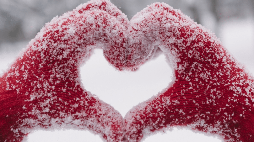 HANDS HEART SHAPE SNOW