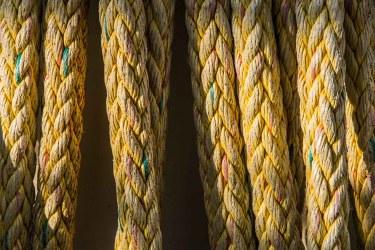 Jeux de lumières et de couleurs sur les haussières.
