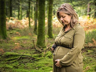seance famille grossesse en foret