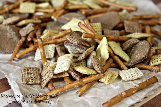 Parmesan Garlic Snack Mix ~ Loaded with Chex, Pretzels, White Cheddar Cheez Its, Rye Chips and topped with Parmesan & Garlic seasoning! via www.julieseatsandtreats.com