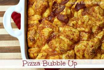 Pizza Bubble Up ~ Easy pizza casserole using biscuits! www.julieseatsandtreats.com #recipe #pizza