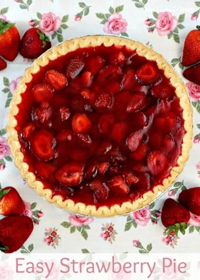 Easy Strawberry Pie ~ Quick and Easy Strawberry Pie anyone can make! via www.julieseatsandtreats.com