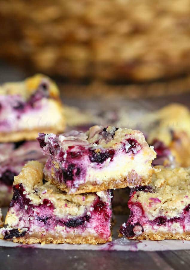Berry Cheesecake Crumble Bars