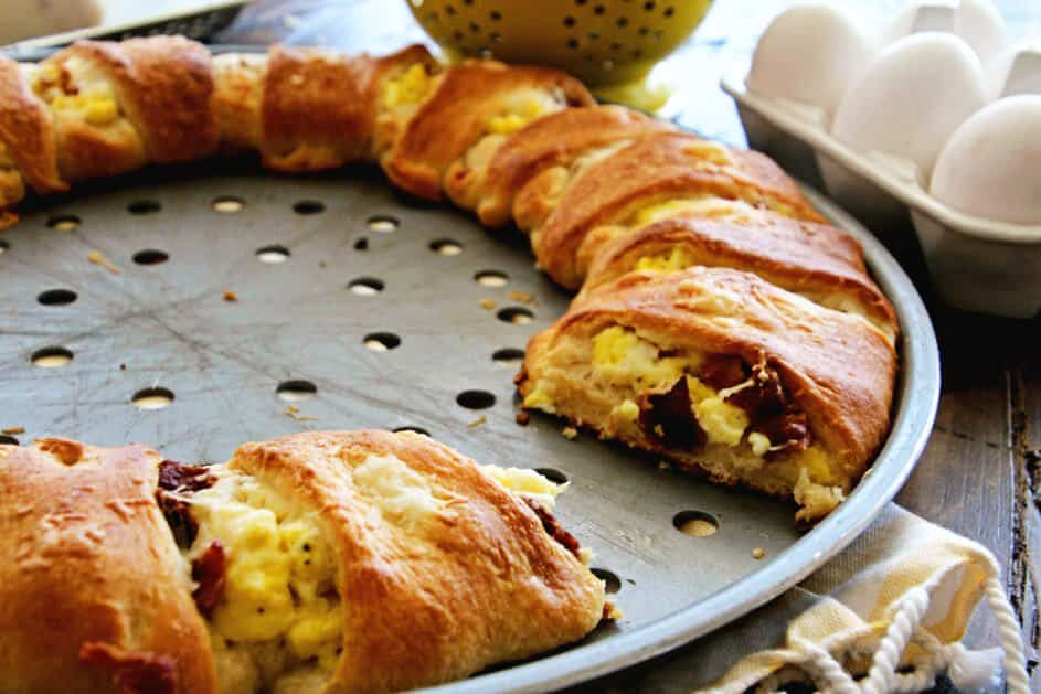 Cheesy Bacon & Egg Crescent Ring ~ Flaky Crescent Rolls Stuffed with Scrambled Eggs, Cheese, and Bacon for a Delicious Breakfast Recipe!