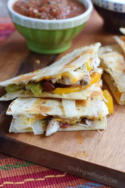 Chicken-Fajita-Quesadillas-with-melted-cheeses-and-grilled-to-perfection-cookingwithcurls.com_