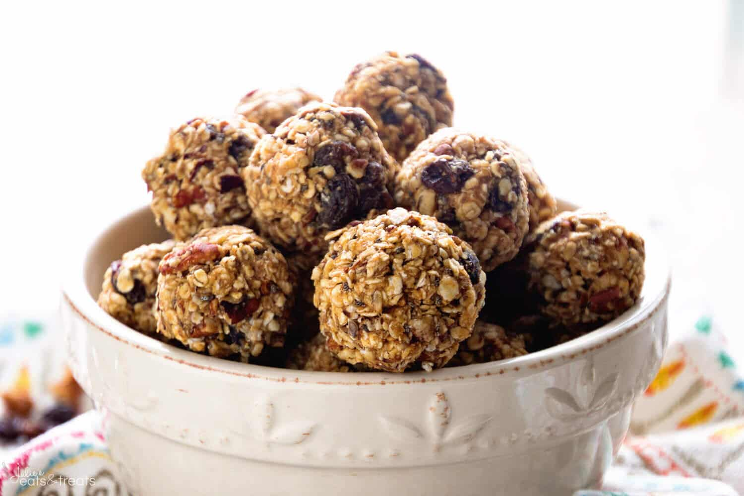 No Bake Oatmeal Raisin Energy Balls Recipe ~ Delicious Energy Balls That Taste Just like Oatmeal Raisin Cookies! Loaded with Oatmeal, Raisins, Pecans, Flaxseed, Chia Seeds and Spiced with Cinnamon!