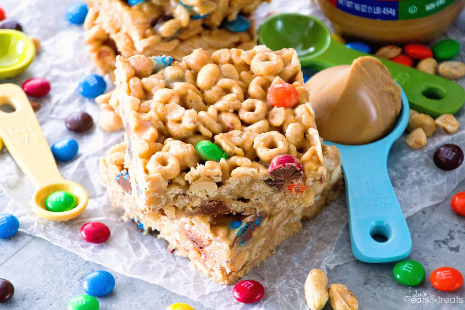 Cereal Bar with cheerios and m&ms