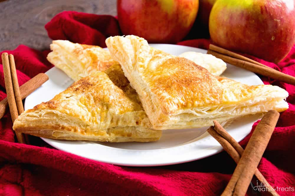 Easy Apple Turnover ~ This Easy Apple Turnovers Recipe is Perfect for a Quick and Easy Breakfast, Snack or Dessert!