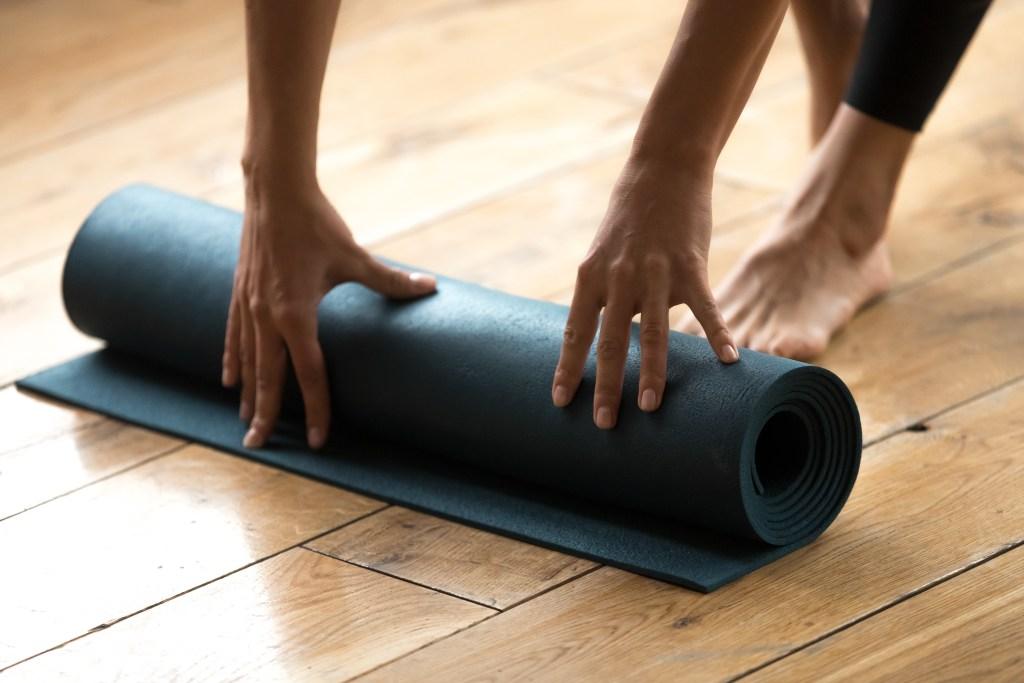 Bienfaits des cours de post natal à Lyon - Cours de Yoga pour femme enceinte venant d'accoucher à Lyon 69 : cours de yoga prénatal et postnatal avec Juliette Marchal en région Rhone Alpes et dans le 69