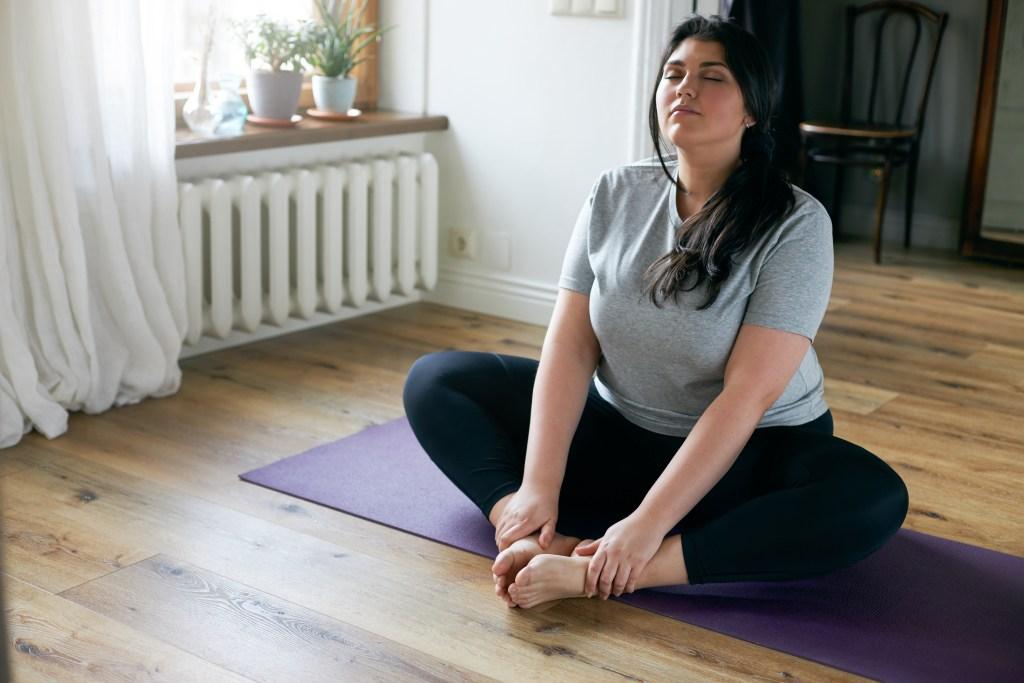 Cours de Yoga Lyon pour débutant et tous niveaux - Hatha yoga à Lyon et en ligne avec Juliette Marchal