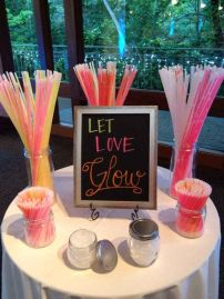 Love this idea! Could be a fun idea for the wedding, too!