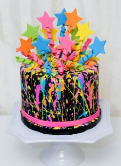 My 16-year-old self is swooning over this cake. The splatter paint look - yes please!